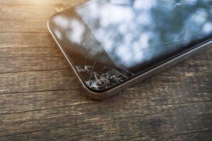 celular con pantalla rota