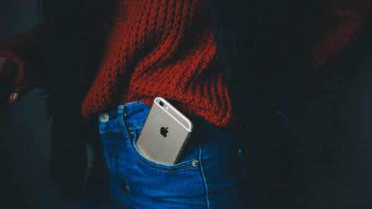 IPhone en bolsillo