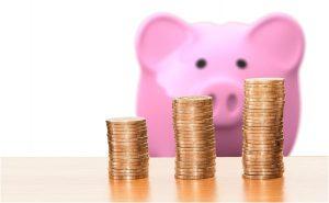 alcancía y dinero